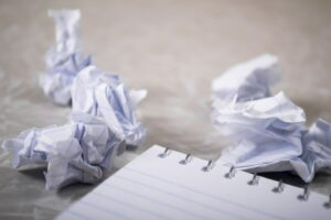 Saat Hati Tergoda untuk Menulis Artikel Bertema Populer