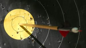 Ilustrasi yang menggambarkan cara mencapai target